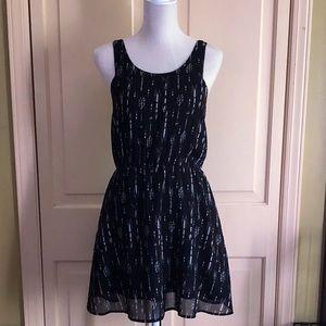   H&M   Arrow Dress